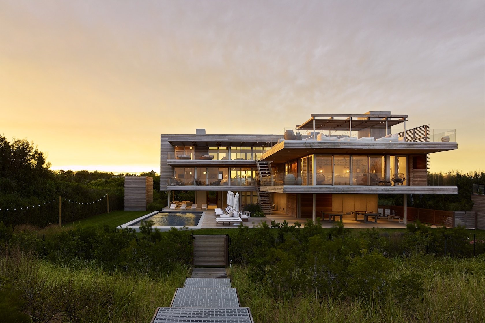 Bridgehampton, NY modern house on the ocean