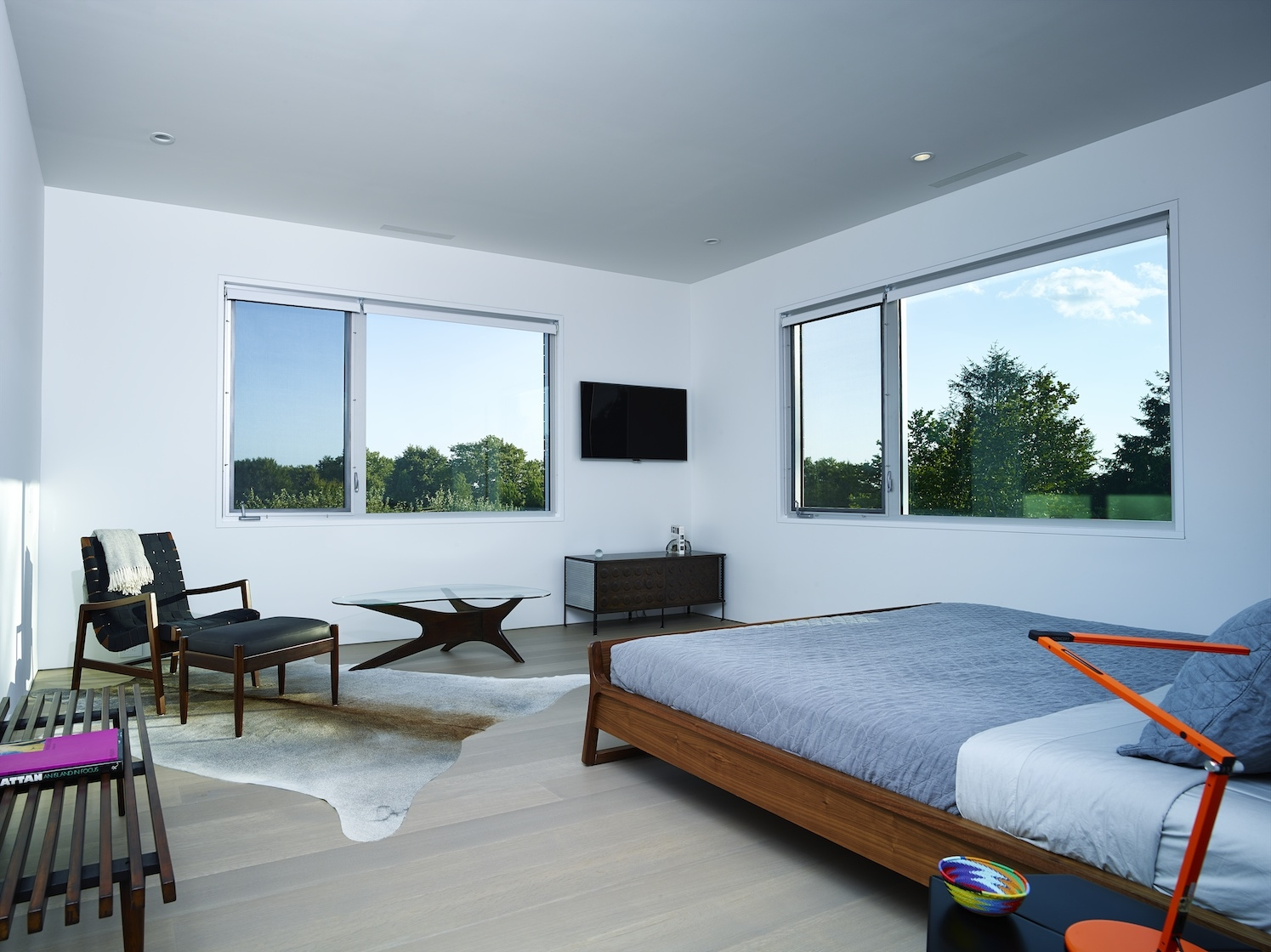 Sagaponack Modern House Interior Design Bedroom
