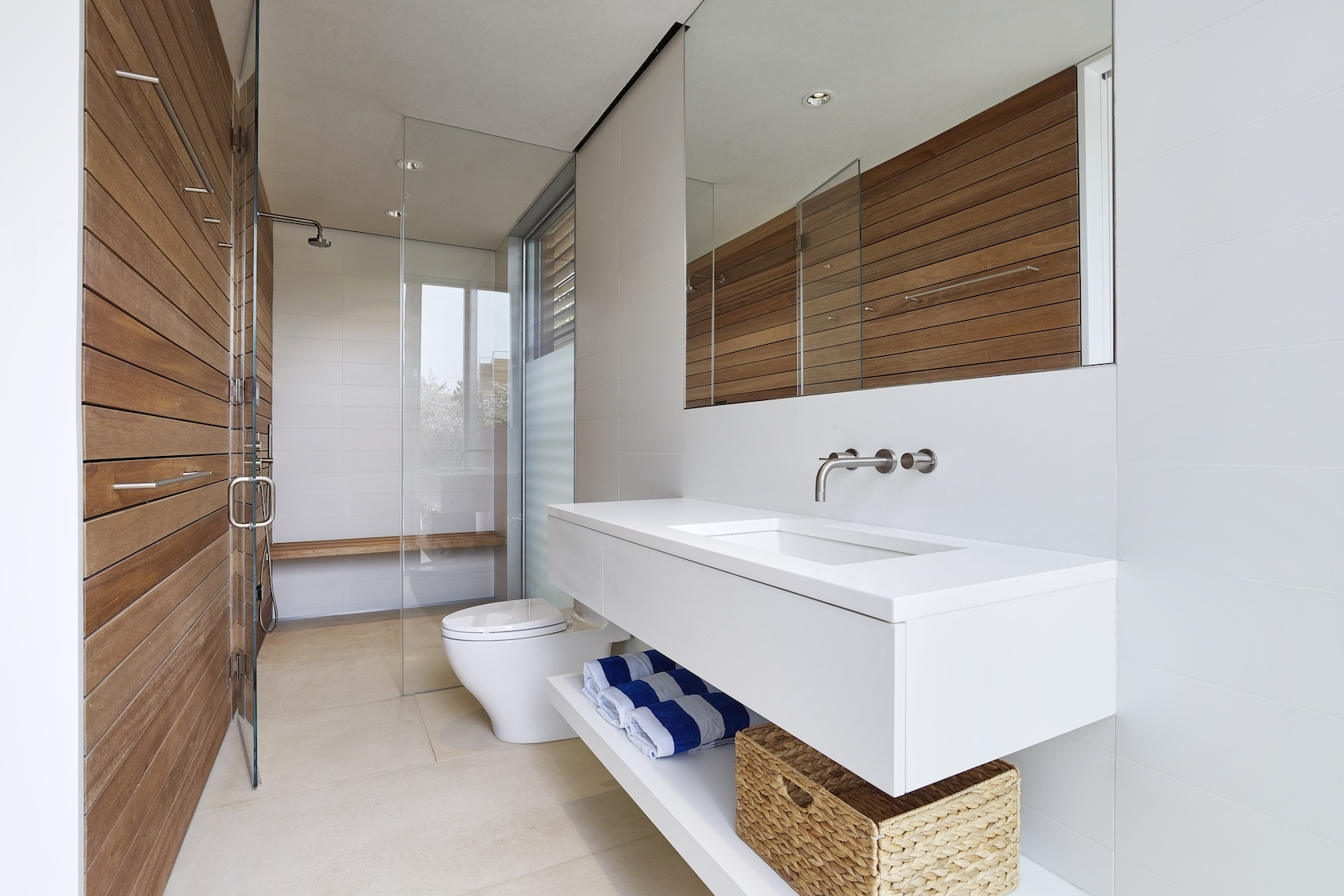 Amagansett, NY modern house bathroom