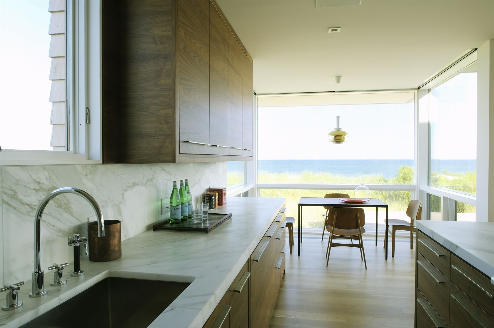 Bridgehampton, NY Modern Oceanfront House kitchen