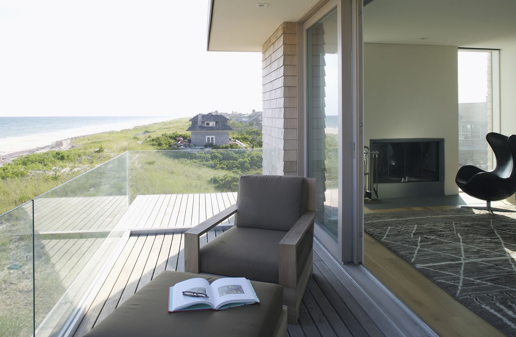 Bridgehampton, NY Modern Oceanfront House deck