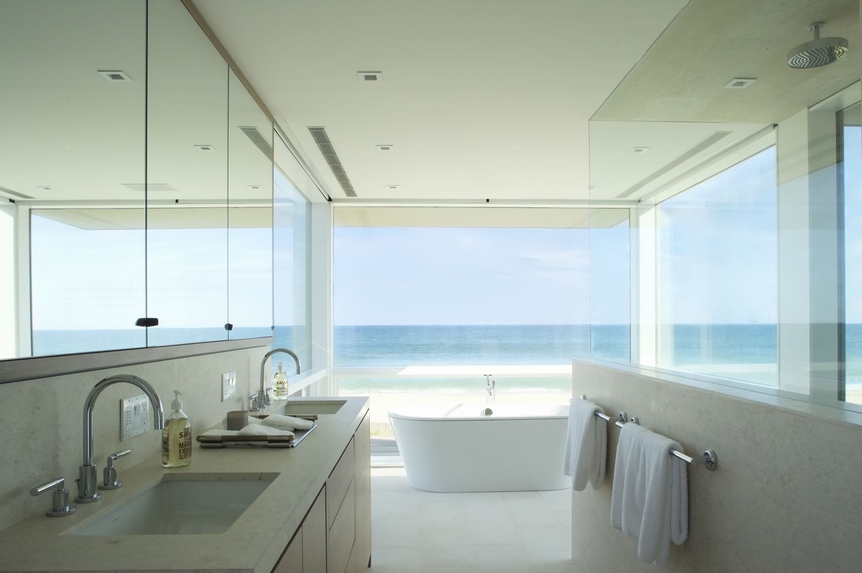 Bridgehampton, NY Modern Oceanfront House master bathroom