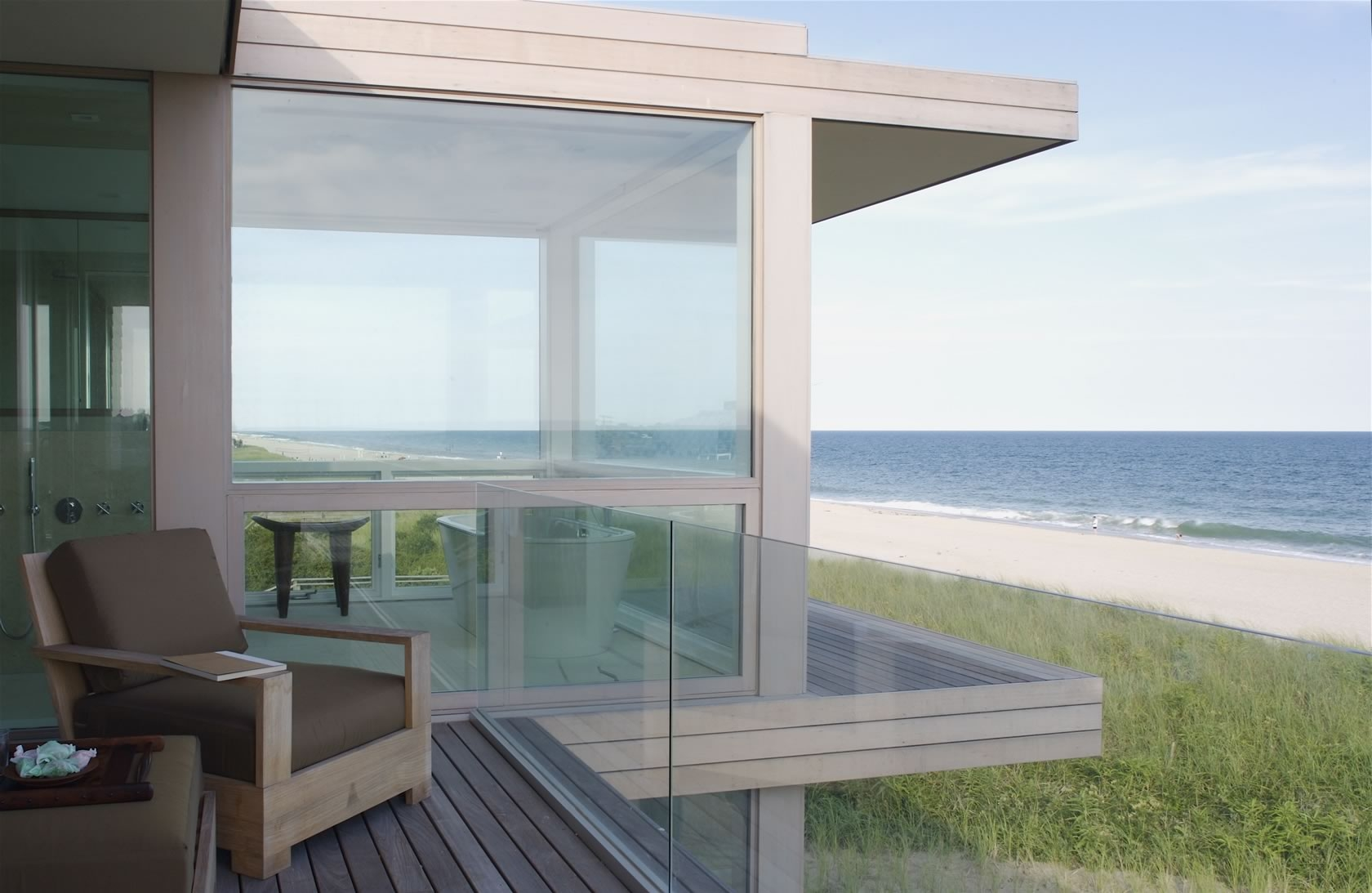 Bridgehampton, NY Modern House deck overlooking the ocean